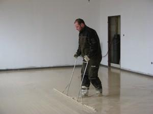 Odvzdušnění a konečná nivelace anhydritové podlahy